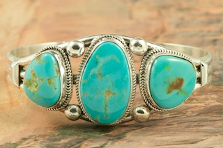 Genuine Manassa Turquoise set in Sterling Silver Bracelet. This Turquoise is also referred to as King�s Manassa Turquoise. The Manassa Turquoise mine is located in Manassa, Conejos County, Colorado. Created by Navajo Artist Evelyn Yazzie. Signed by the artist.